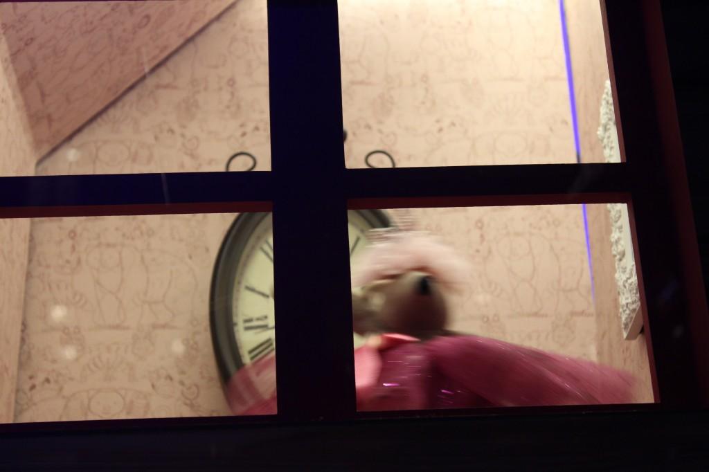 Pendant ce temps, une souris danse la tektonik aux Galeries Lafayette. Elle a bien raison. (Photo : Josée Novicz)
