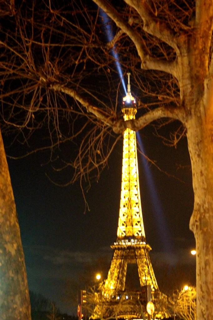 La Tour, l'hiver, à la sortie du Théâtre. Photo : Josée Novicz.