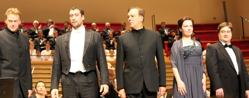 """Boris Godounov"" à Pleyel. John Graham-Hall (Chouïsky), Ain Anger (Pimène), Ferrucio Furlanetto (Boris), Anastasi Kalagina (Xénia) et Marian Talaba (Grigori). Photo : Josée Novicz."