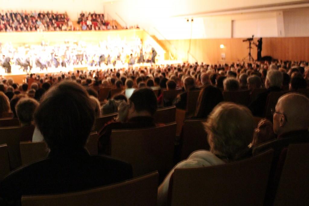 Salle Pleyel comble pour le sixième volume de l'intégrale Chosta-Gergiev. Photo : Josée Novicz