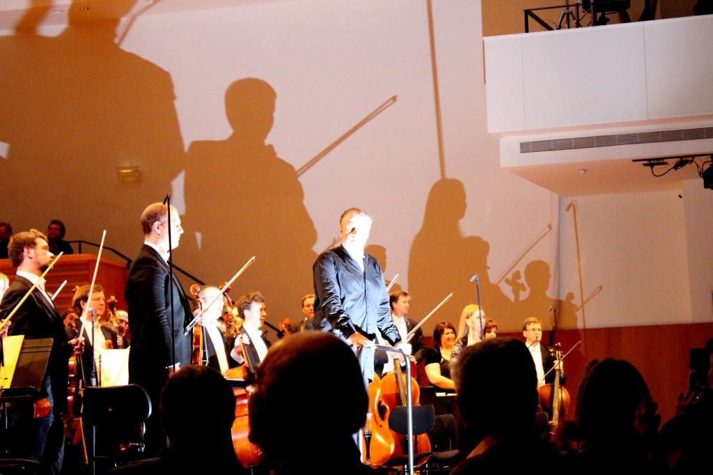 Gergiev et le Mariisnky jouent Chostakovitch. Une superbe photo de Josée Novicz.