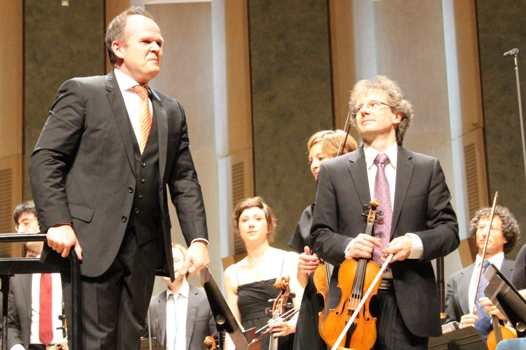 Au premier plan, François-Xavier Roth et Martial Gauthier. (Photo : Josée Novicz)