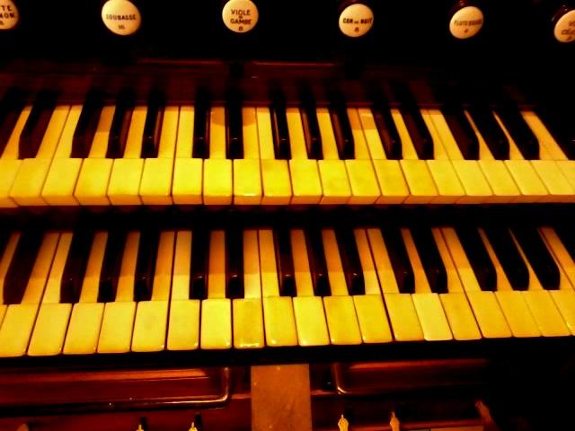 """L'orgue de salon dit """"Cavaillé-Coll"""" de l'église Sainte-Marie-Mdeleine (Domont, 95)."""